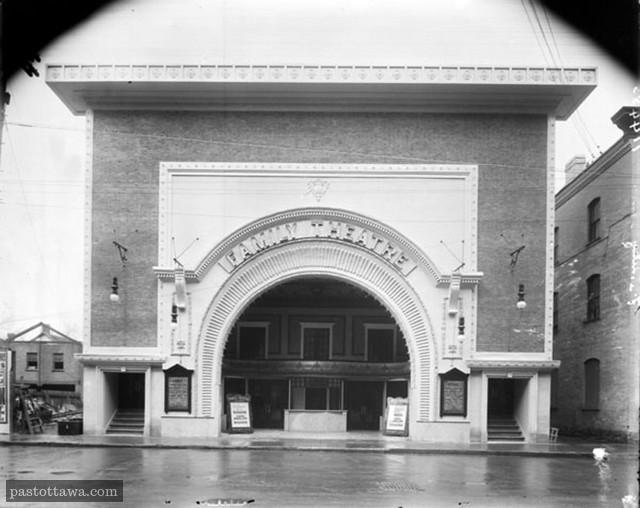 Le Capitol sur Queen en 1910