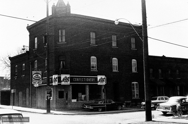 ancien bâtiment situé au 50 rue Ottawa aux Plaines Lebreton en 1962