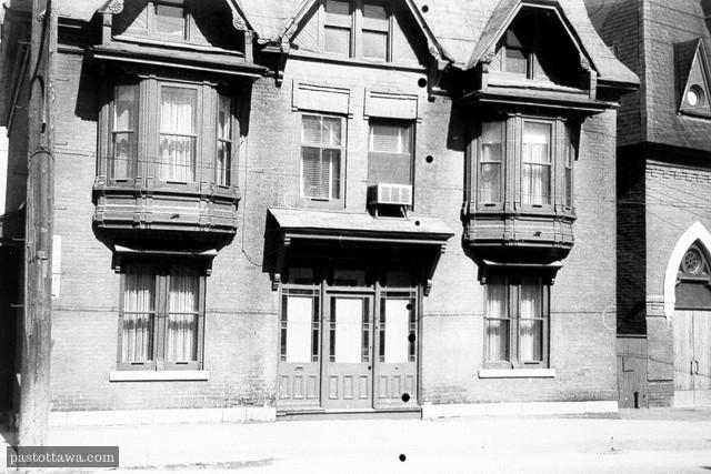 Le 547 rue Wellington aux plaines Lebreton vers 1962.