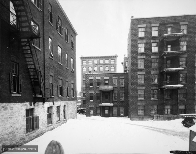 Stationnement derrière les apartements Aylmer