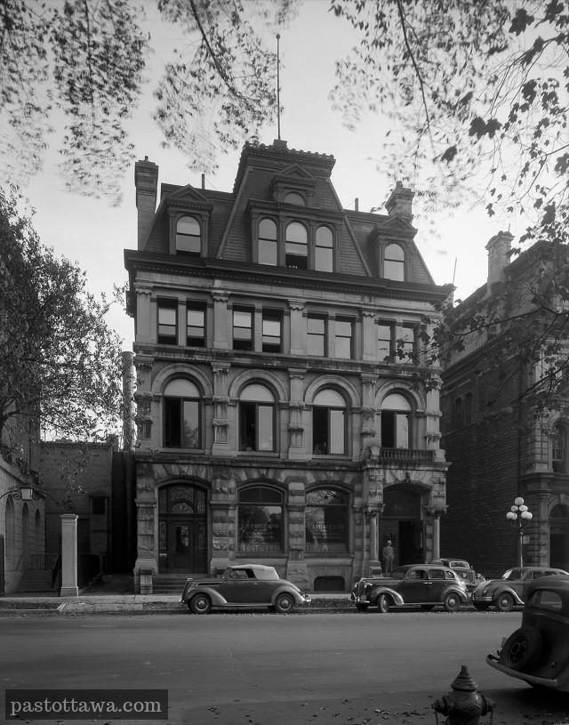 Ancienne banque d'Ottawa en face du parlement sur Wellington