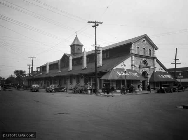 North-End building of the Byward market in 1938