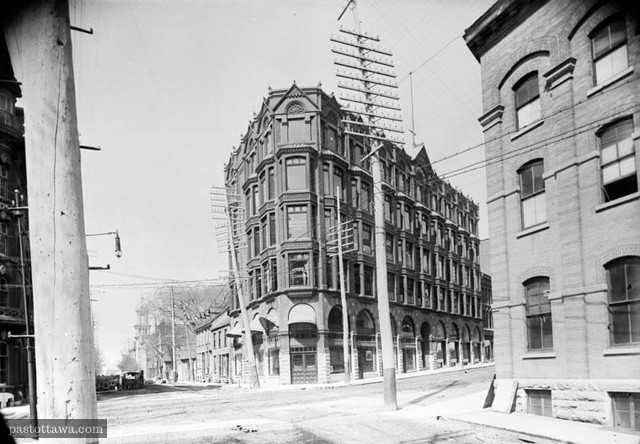 Chambers Building at the corner of Elgin and Queen