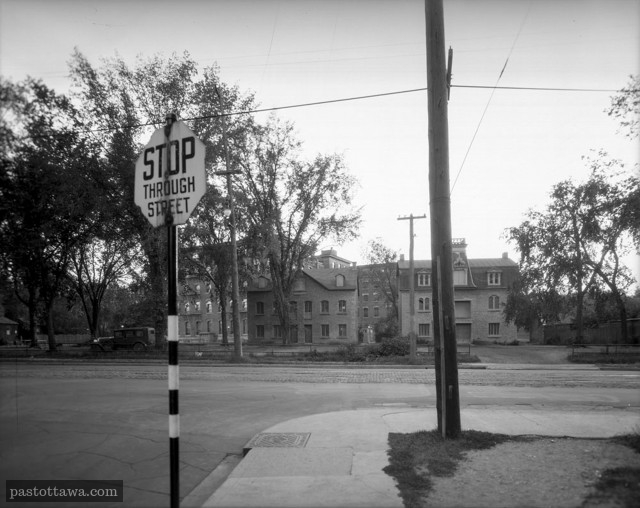 End Guigues Street (Water Street) at Sussex Drive