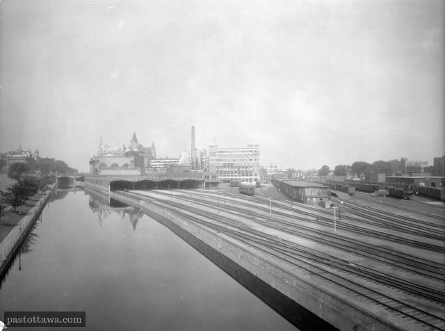 Le Canal Rideau avec ses rails
