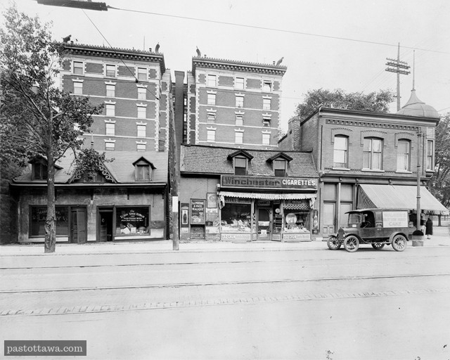 Roxborough Appartments on Elgin in 1920