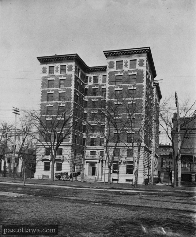 Les appartements Roxborough sur Laurier en 1910