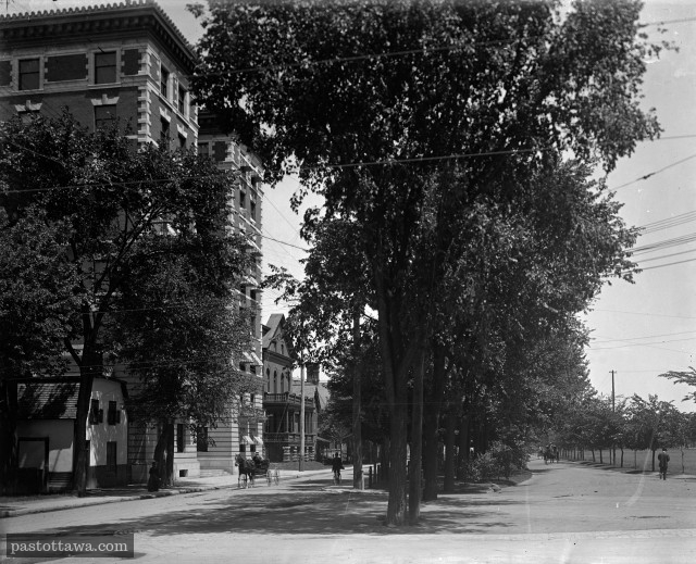 rue Maria et les appartements Roxborough à Ottawa en 1900