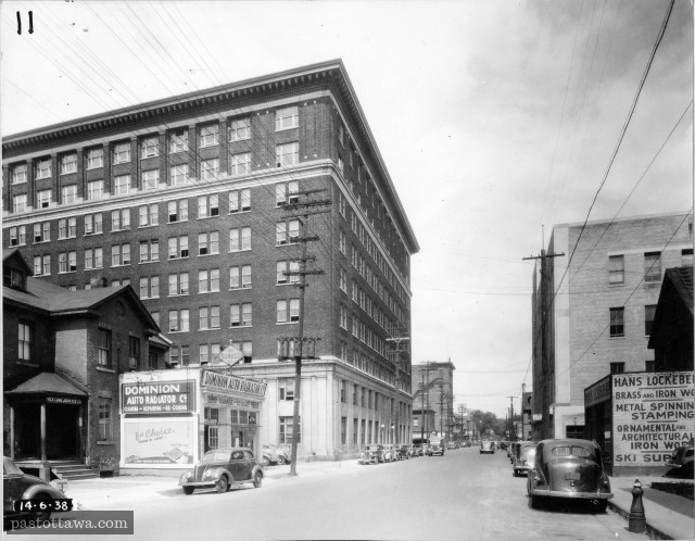 Albert street in Ottawa with the Hunter Building in 1938