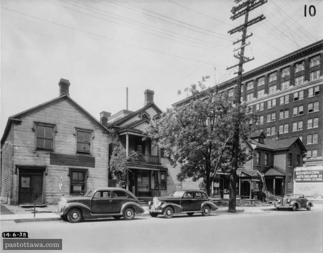 rue Albert avec regard pointé vers le nord-est avec l'édifice Hunter