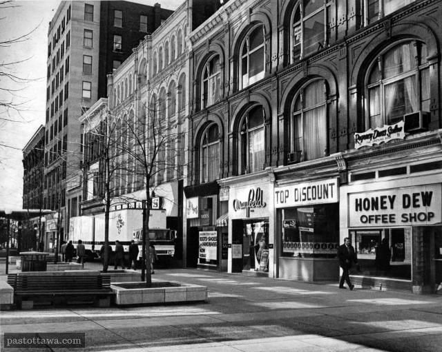 South block on Sparks Street between Elgin and Metcalfe around 1960