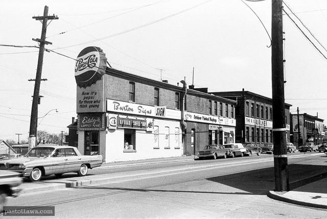 Intersection des rues Wellington et Albert aux plaines Lebreton vers 1962