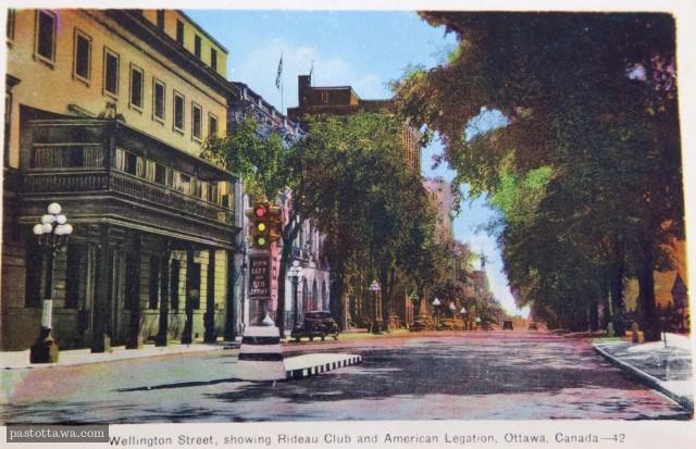 Rue Wellington à Ottawa avec l'Embassade américaine et le Club Rideau