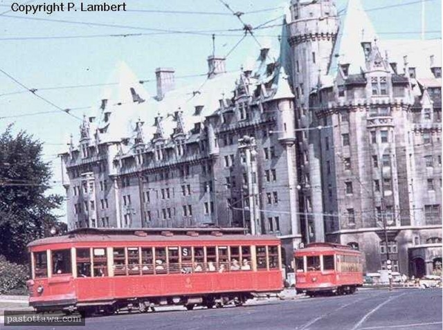 Streetcar on Elgin and Queen in 1959