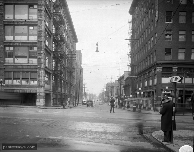 Rideau street and Sussex Drive intersection in 1938 with the Daly Building