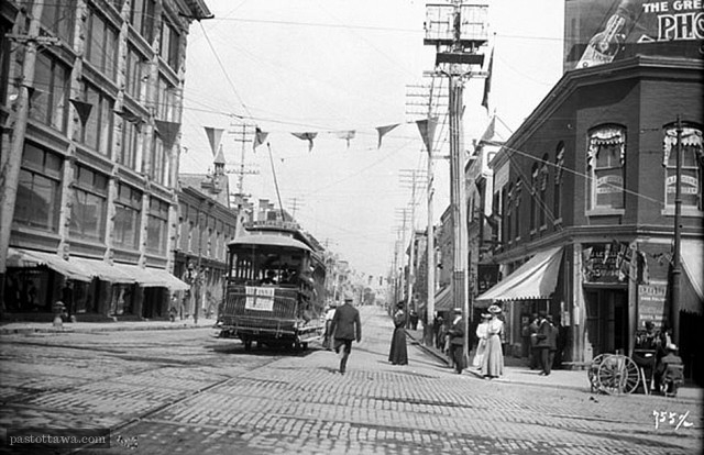 Streetcar on Sussex Drive in 1910