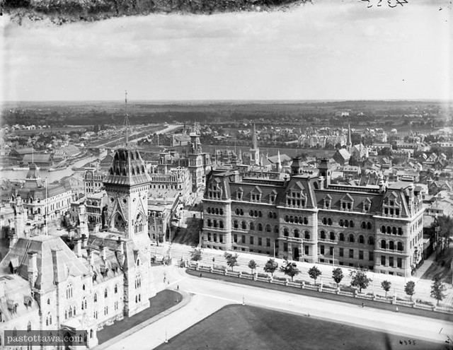 Wellington Street and Elgin Street from the Peace Tower in 1900
