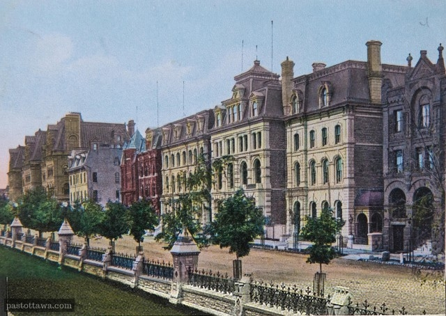 Wellington Street in front of the Parliament in 1910
