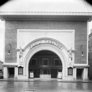 Capitol on Queen Street in 1910