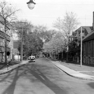 rue Lisgar tout près de la rue Bronson pointant vers l'est en 1938 à Ottawa