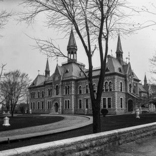 Normal school in Ottawa around 1900