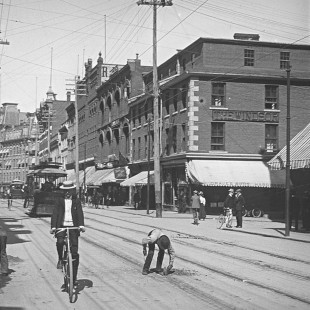 Sparks street looking east in 1900