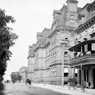 Langevin Block and Rideau Club on Wellington