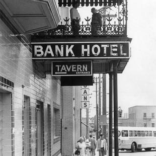 Bank Hotel en 1980 sur la rue Eddy