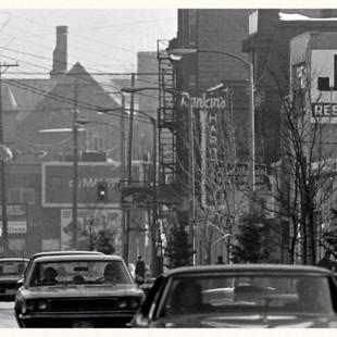 rue Bank entre les rue James et l'avenue Gladstone vers 1970.