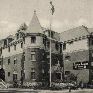 Chez Henri Hostel
