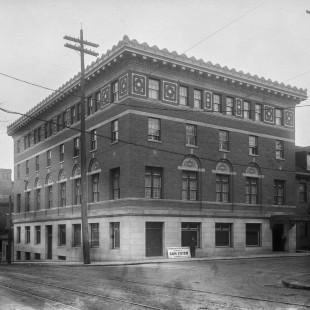 Club Laurentien au coin des rues Elgin et Albert à Ottawa vers 1920