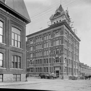 Garland Building in 1898 on Queen Street