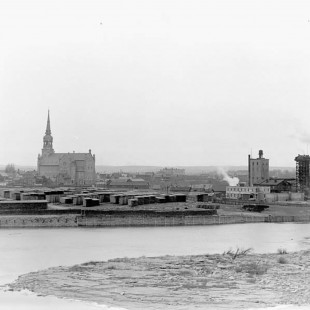 Ottawa river and downtown hull in 1900