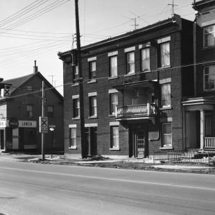 Coin des rues McGeet et Saint-Patrick en Basse-ville d'Ottawa en 1968