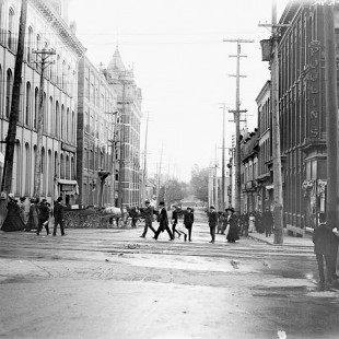 O'Connor Street @ Sparks Street around 1910 in Ottawa