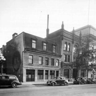 Rue Wellington avec le Orme Hall.