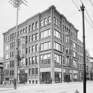 Édifice Ross au coin des rues Metcalfe et Sparks vers 1900