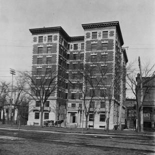 Les appartements Roxborough sur Laurier en 1910