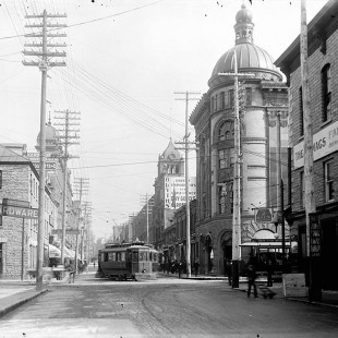 Sparks Street looking east at bank in 1901