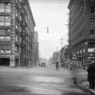Intersection de la rue Rideau et Promenade Sussex en 1938 avec l'édifice Daly