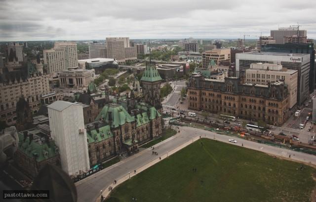 Vue du centre-ville d'Ottawa depuis la tour de la paix en 2013