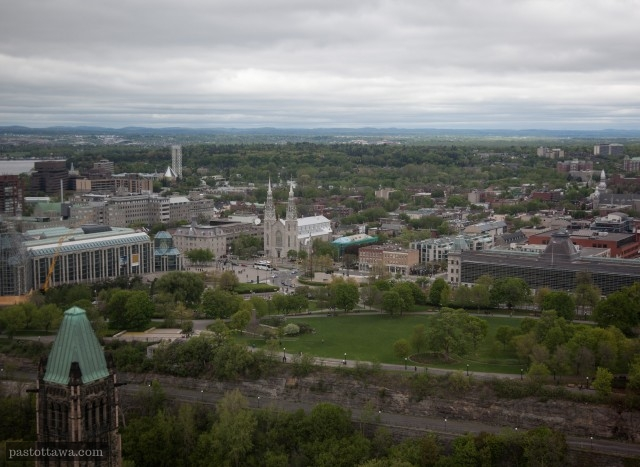 Major Hill Park with the National Gallery and Notre-Dame Basilica from the Peace tower in 2013