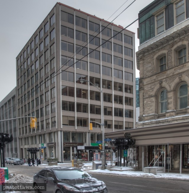 Building at the corner of Sparks and Metcalfe Street in Ottawa in 2014