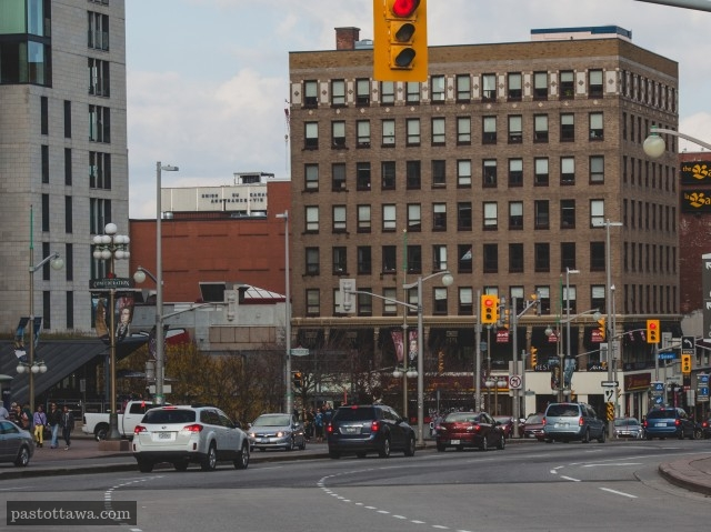 Rue Elgin et Wellington sans l'édifice Daly en 2013