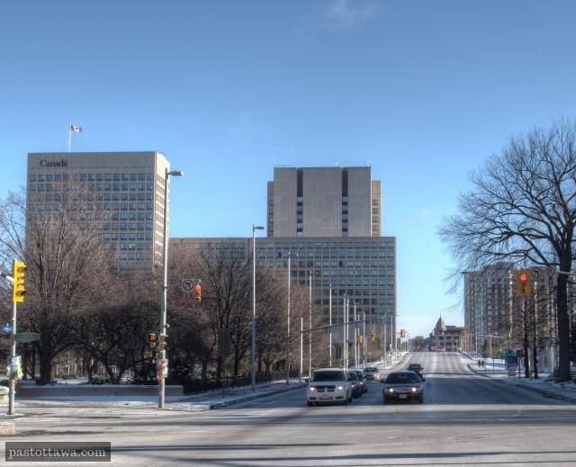 rue Laurier et la parc de la confédération à Ottawa en 2013
