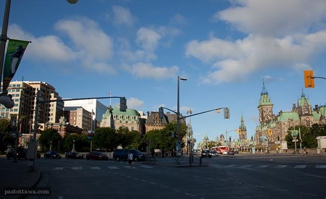Vue du monument commémoratif de la guerre à Ottawa