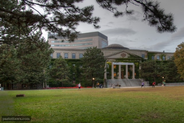 Pavillon Tabaret de l'Université d'Ottawa en 2013