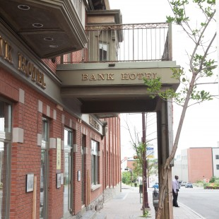 Bank Hotel en 2013 sur la rue Eddy