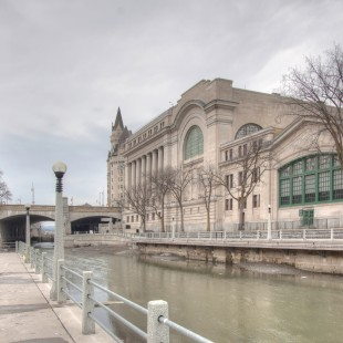 Rideau Canal before with the former building of the Union Station