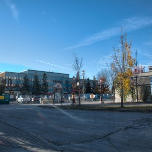 Ancien Pavillon Macdonald avec les Barracks en avant plan.